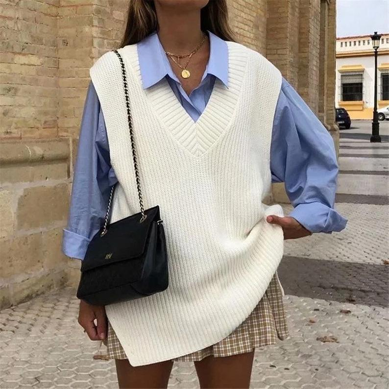 """<p>47,50€</p><br><a href=""""https://www.etsy.com/fr/listing/876815960/femmes-split-side-loose-vest-sweater?ga_order=most_relevant&ga_search_type=all&ga_view_type=gallery&ga_search_query=pull+sans+manche&ref=sr_gallery-1-19&organic_search_click=1"""" rel=""""nofollow noopener"""" target=""""_blank"""" data-ylk=""""slk:Acheter"""" class=""""link rapid-noclick-resp"""">Acheter</a>"""