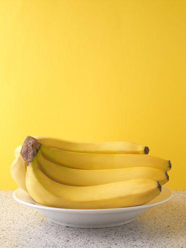 <p>Avoid separating bananas until you plan to eat them—they spoil less quickly in a bunch.</p>