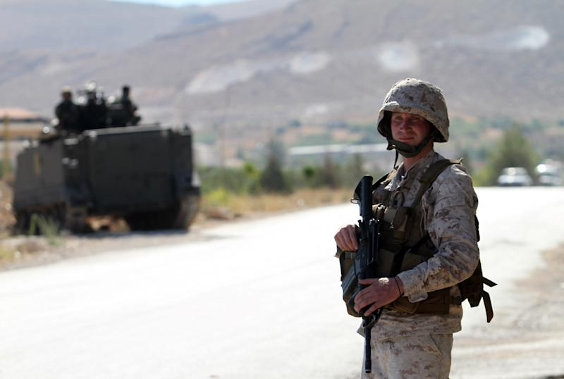 A Lebanese army soldier mans a checkpoint at the entrance to Arsal in the Bekaa valley on August 3, 2014 (AFP Photo/)