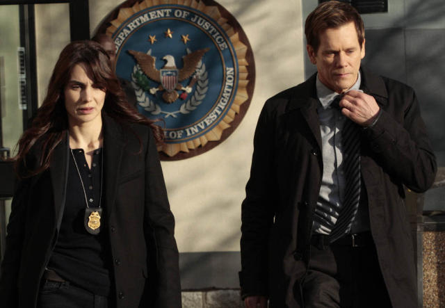 "Special Agent Parker (Annie Parisse) and Ryan (Kevin Bacon) leave the FBI bureau in the ""Love Hurts"" episode of ""The Following."""