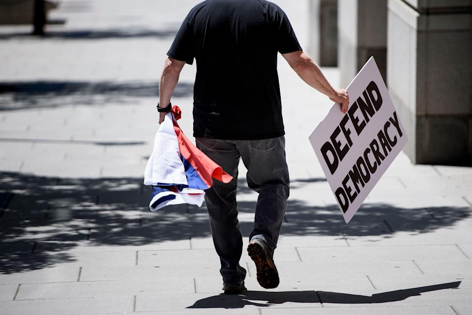 <p>A protester carrying a Russian flag leaves after the bail of former Trump campaign chairman Paul Manafort was revoked during a hearing at federal court June 15, 2018 in Washington, D.C. (Photo: Brendan Smialowski/AFP/Getty Images) </p>