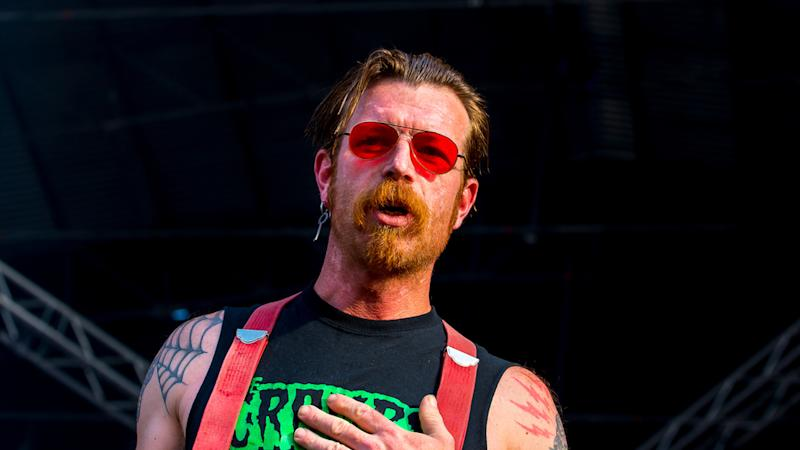 Eagles of Death Metal: Jesse Hughes kriecht zu Kreuze