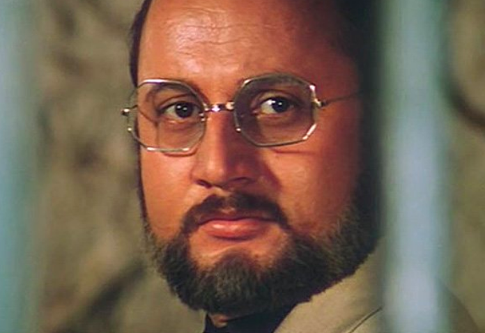 In one of his earliest films, Anupam Kher establishes his versatility by playing Dr. Michael Dang, the leader of a terrorist organisation looking to destroy India. Dr. Dang is a man of exacting standards: slapped for complaining about his shabby prison conditions, he murders Dada Thakur's whole family for revenge.