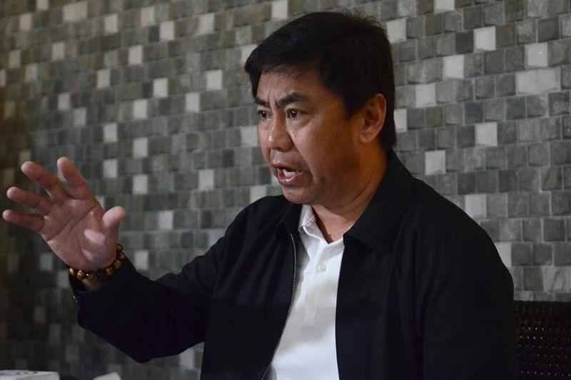 Ahong gives incentives to 50 board passers