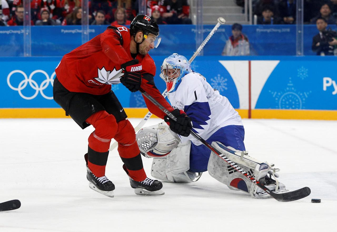 Ice Hockey - Pyeongchang 2018 Winter Olympics - Men's Preliminary Round Match - Canada v South Korea - Gangneung Hockey Centre, Gangneung, South Korea - February 18, 2018. Wojciech Wolski of Canada in action with goalie Matt Dalton of South Korea. REUTERS/Brian Snyder     TPX IMAGES OF THE DAY