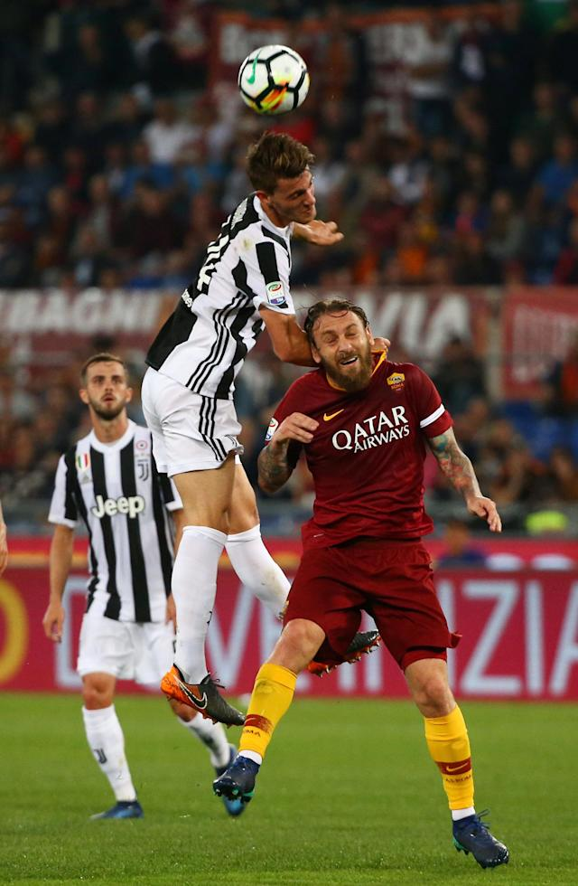 Soccer Football - Serie A - AS Roma vs Juventus - Stadio Olimpico, Rome, Italy - May 13, 2018 Juventus' Daniele Rugani in action with Roma's Daniele De Rossi REUTERS/Alessandro Bianchi