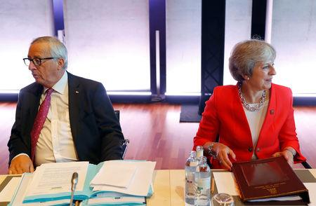 Britain's Prime Minister Theresa May and European Commission President Jean-Claude Juncker attend the European Union leaders informal summit in Salzburg, Austria, September 20, 2018. REUTERS/Leonhard Foeger