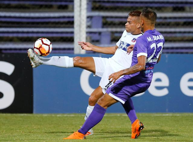 Soccer Football - Defensor Sporting v Monagas - Copa Libertadores - Luis Franzini Stadium, Montevideo, Uruguay - April 17, 2018. Defensor Sporting's Mathias Suarez and Monagas' Ruben Emir Rojas. REUTERS/Andres Stapff