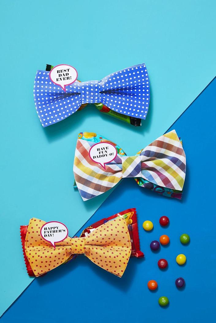 <p>He'll never admit it, but Dad doesn't need any more ties. What he probably can't get enough his favorite treat. Tie a rubber band around the center of a candy bag to shape it into a bow tie, then tape a photo or drawing of a bow tie to the front.</p>