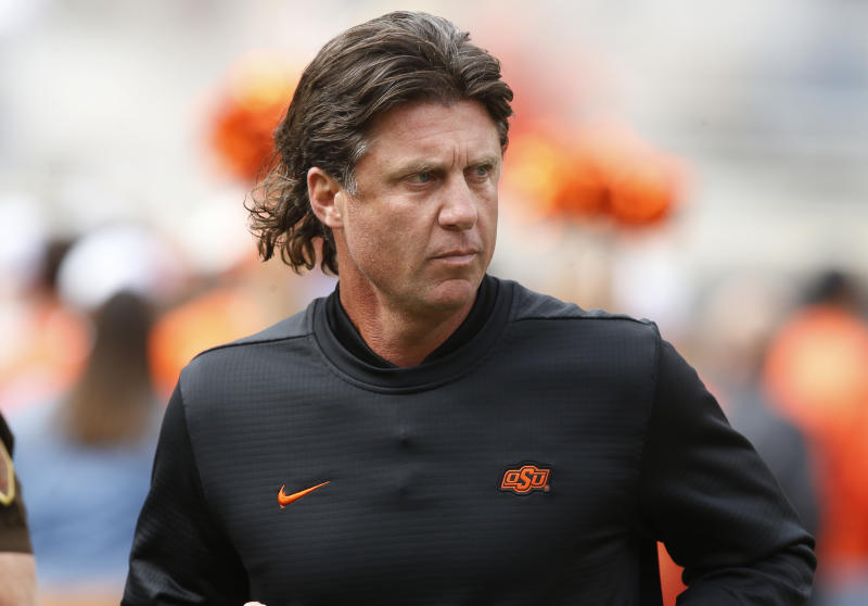 Oklahoma State's Gundy takes pay cut in wake of T-shirt flap