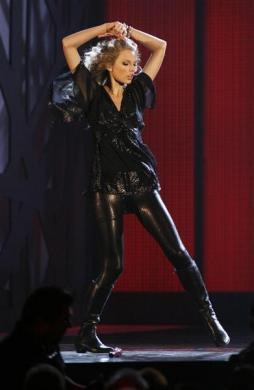 """Singer Taylor Swift performs """"Forever and Always"""" at the 43rd annual Country Music Association Awards in Nashville November 11, 2009."""
