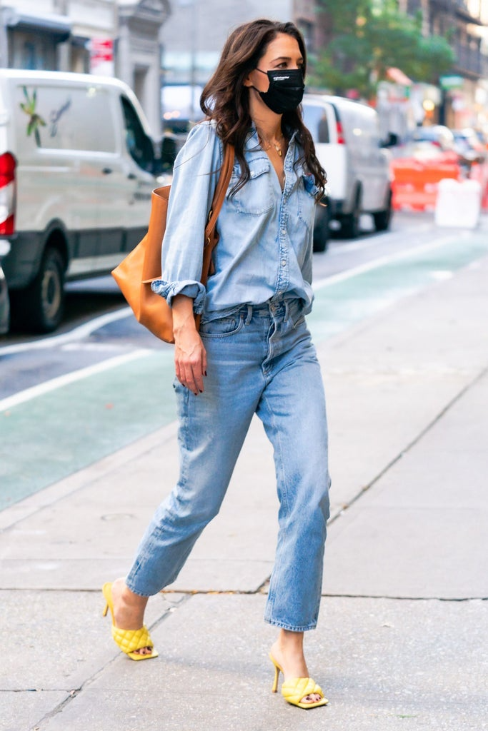 "<h2>Katie Holmes</h2><br>Recreate <a href=""https://www.refinery29.com/en-us/2020/11/10158987/katie-holmes-double-denim-bottega-veneta-heels"" rel=""nofollow noopener"" target=""_blank"" data-ylk=""slk:Katie Holmes' polished take on the denim-on-denim trend"" class=""link rapid-noclick-resp"">Katie Holmes' polished take on the denim-on-denim trend</a> by tucking a chambray shirt casually into loose jeans, and then pairing the duo with an eye-catching sandal. <span class=""copyright"">PHOTO: GOTHAM/GC IMAGES.</span>"