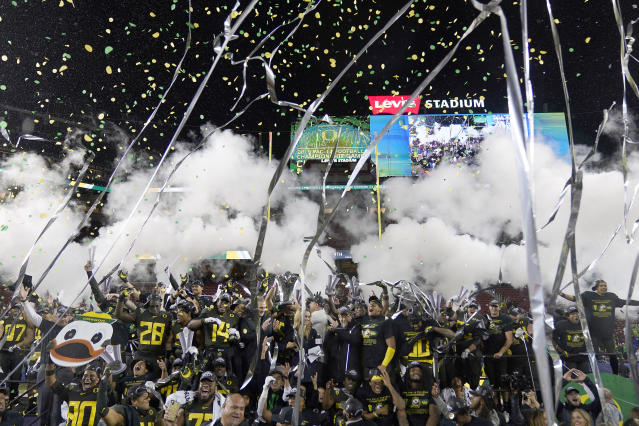 Oregon players celebrate after defeating Utah 37-15 in the Pac-12 Conference championship NCAA college football game in Santa Clara, Calif., Friday, Dec. 6, 2018. (AP Photo/Tony Avelar)
