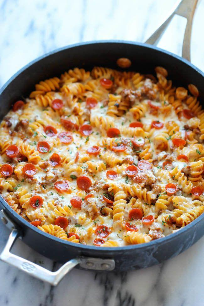 "<strong>자세한 레시피는 <a href=""http://damndelicious.net/2014/08/16/one-pot-pizza-pasta-bake/"" target=""_blank""> 여기를 클릭!</a> from Damn Delicious</strong>"
