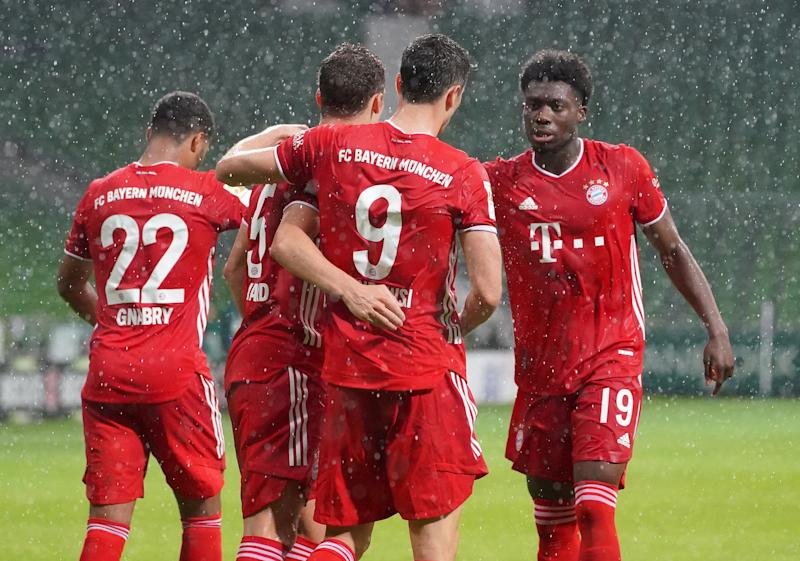BREMEN, GERMANY - JUNE 16: Robert Lewandowski (2ndR) of FC Bayern Muenchen celebrates his first goal with teammates Serge Gnabry, Benjamin Pavard and Alphonso Davies (L-R) during the Bundesliga match between SV Werder Bremen and FC Bayern Muenchen at Wohninvest Weserstadion on June 16, 2020 in Bremen, Germany. (Photo by M. Donato/FC Bayern via Getty Images)