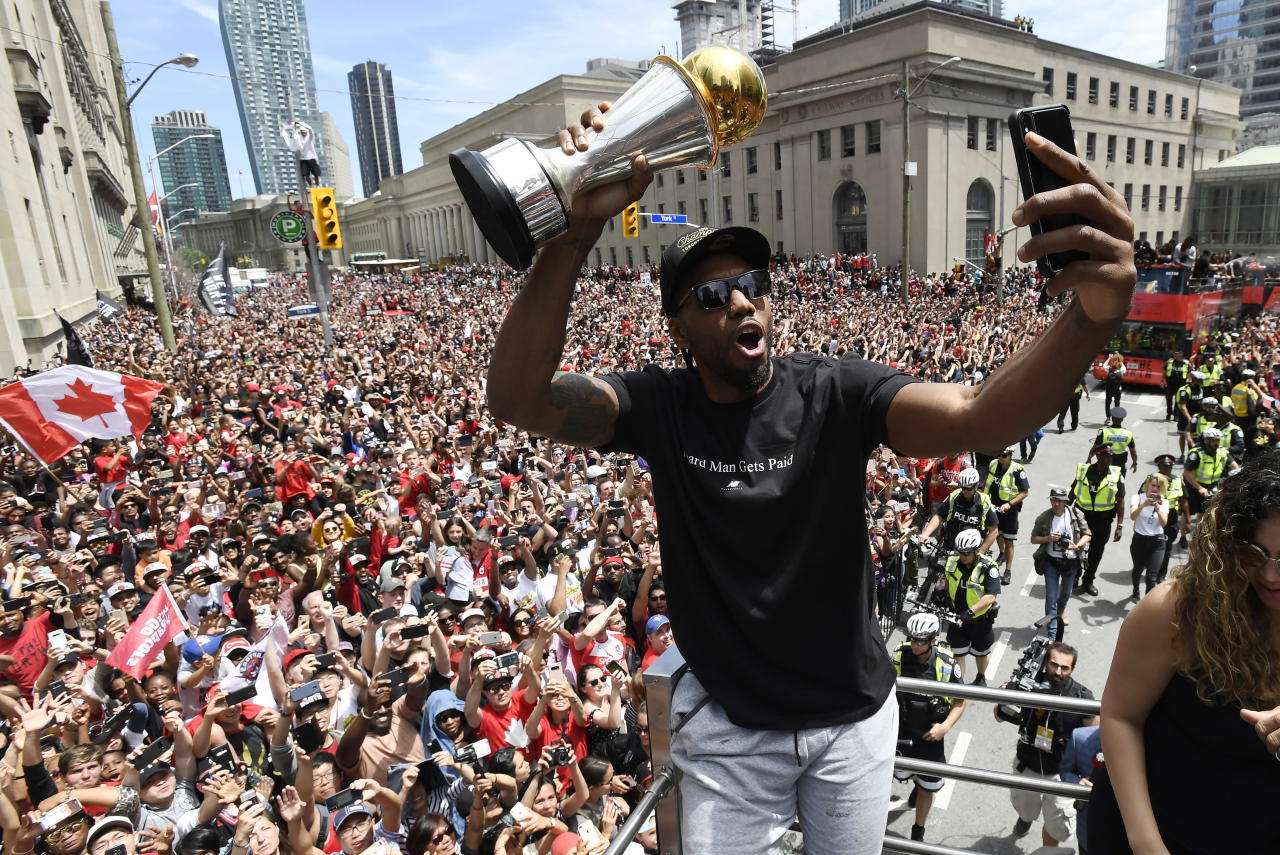 Sources: Kawhi Leonard to decline option and will become a free agent; Raptors the favorites to land him