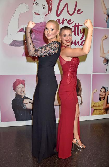 "Anna Hiltrop und ""Dreamlady"" Tatjana Hafez unter dem ""Dreamball""-Motto ""We are pretty strong"" (Bild: AEDT/Krempl)"