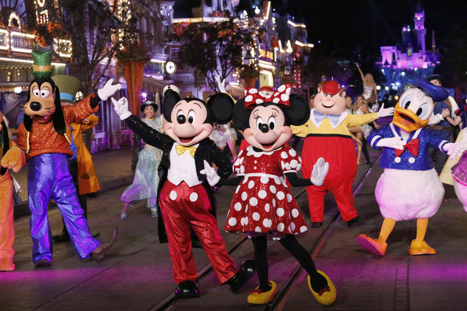 "DANCING WITH THE STARS - ""Disney Night"" - There will be Disney magic in the ballroom as nine celebrity and pro-dancer couples compete on the fifth week of the 2019 season of ""Dancing with the Stars,"" live, MONDAY, OCT. 14 (8:00-10:00 p.m. EDT), on ABC. (Kelsey McNeal/ABC via Getty Images) GOOFY, MICKEY MOUSE, MINNIE MOUSE, TWEEDLEDEE, DONALD DUCK"