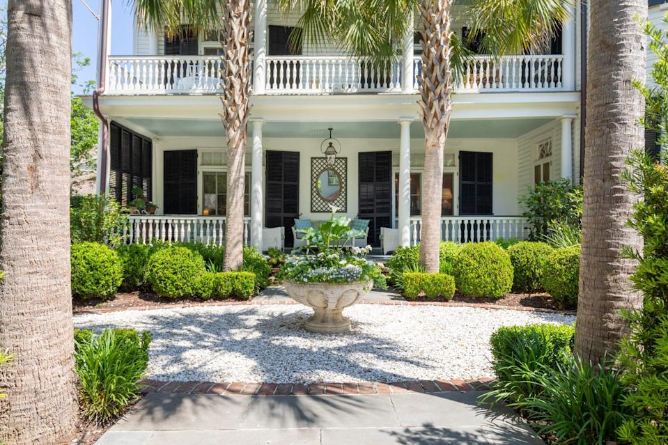 <p>All that's missing is a mint julep!</p>