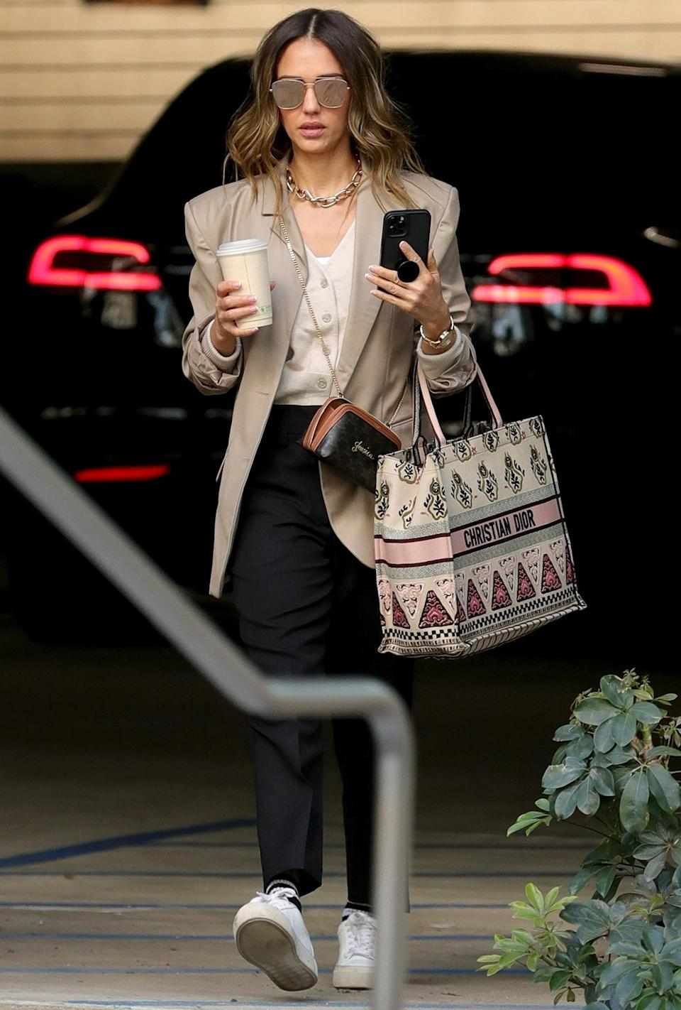<p>Jessica Alba is seen heading to her office out in L.A. on Thursday.</p>