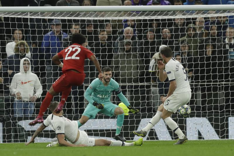 Bayern's Serge Gnabry, left, scores his side's third goal during the Champions League group B soccer match between Tottenham and Bayern Munich at the Tottenham Hotspur stadium in London, Tuesday, Oct. 1, 2019. (AP Photo/Matt Dunham)