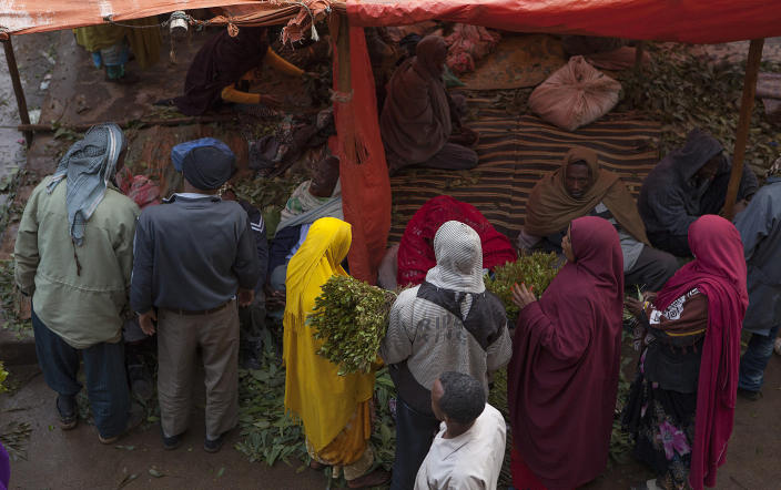 People barter over prices at the khat market in Awaday, Ethiopia, on July 30, 2014 (AFP Photo/Zacharias Abubeker)