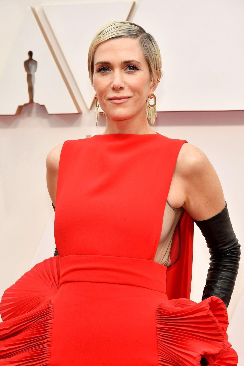 <p>As it turns out, a sleek, bleach blonde pixie cut is just as cool as it sounds, proven here by comedian Kristen Wiig.</p>