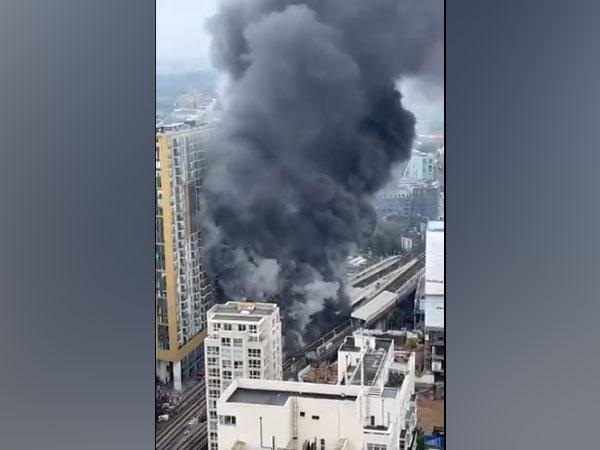 London: Massive fire breaks out near Elephant and Castle rail station (Photo Credit: Twitter)