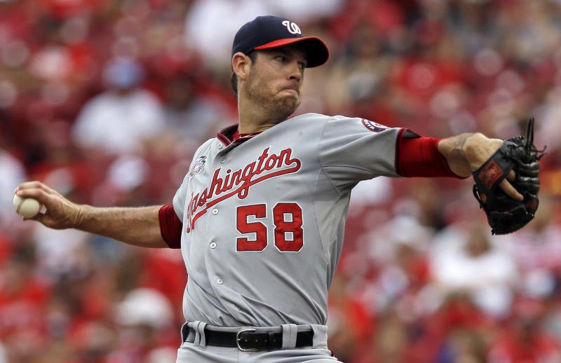Fister handcuffs slumping Reds in Nationals' win