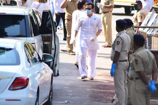 Celebrities pour in to say their last goodbyes to Rishi Kapoor
