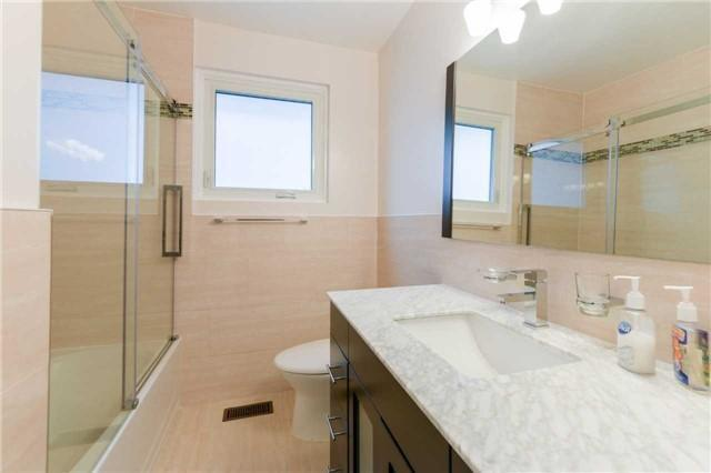 """<p><a href=""""https://www.zoocasa.com/toronto-on-real-estate/5028302-3-joy-dr-toronto-on-m1r3h6-e4019326"""" rel=""""nofollow noopener"""" target=""""_blank"""" data-ylk=""""slk:3 Joy Dr., Toronto, Ont."""" class=""""link rapid-noclick-resp"""">3 Joy Dr., Toronto, Ont.</a><br> There's also a recently renovated upstairs bathroom, and a downstairs bathroom.<br> (Photo: Zoocasa) </p>"""