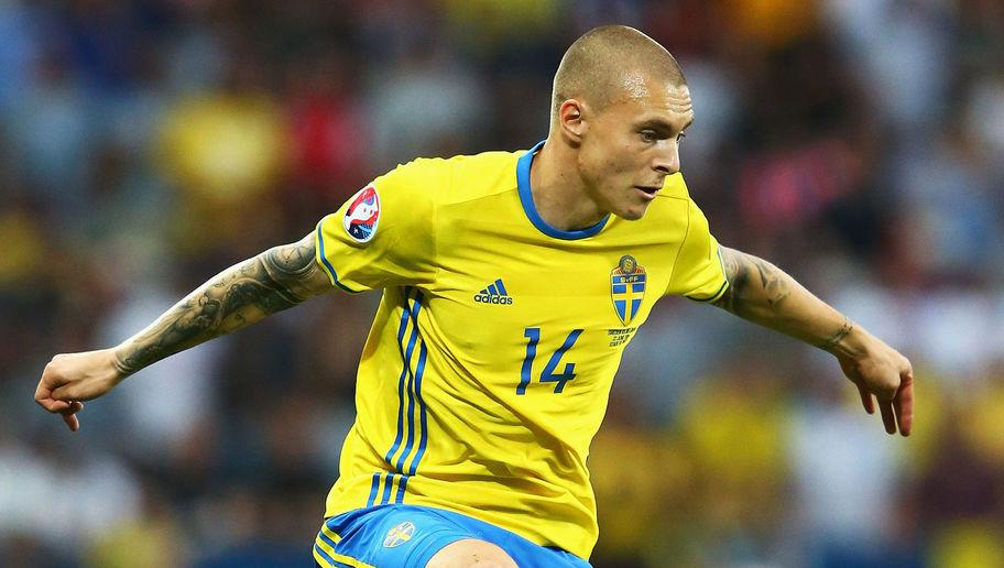 <p><strong>Age</strong>: 22</p> <p><strong>Clubs</strong>: Västerås SK (Sweden), Benfica (Portugal)</p> <br /><p>At 22, Victor Lindelöf doesn't really have a wealth of football experience and didn't have much time in his career to travel the world yet. Ok. But there's not a lot of world-class defenders who aren't playing in one of the top five European leagues out there, so we had to cheat a little. </p> <br /><p>There's no doubt this big guy will get his big European experience in the near future as Lindelöf is indeed one of the most exciting young defenders of the game, and he made the perfect choice in joining Benfica in 2012. Since then, he's won six domestic trophies with Benfica, got a call up from the Swedish national team and even made the squad for the Euro 2016. </p>