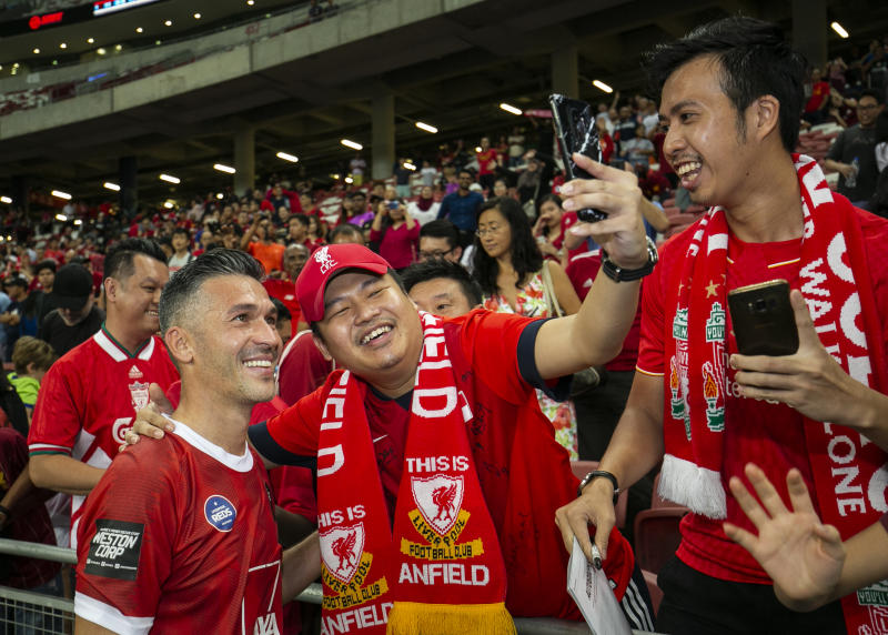 Former Liverpool midfielder Luis Garcia (left) posing with Reds fans at the Battle of the Reds tournament. (PHOTO: World Football Legends)