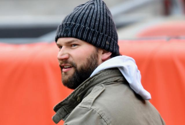 "<a class=""link rapid-noclick-resp"" href=""/nfl/players/8257/"" data-ylk=""slk:Joe Thomas"">Joe Thomas</a> liked what he saw from an aggressive jersey-wearing fan. (AP)"