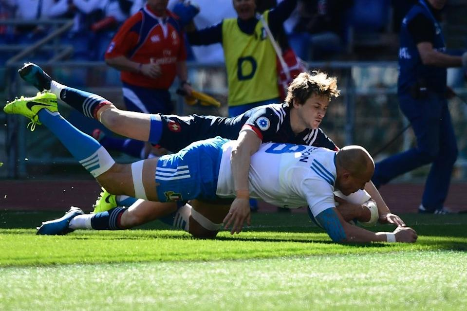 Italy's flanker Sergio Parisse scores a try during their Six Nations rugby union match against France, at the Olympic Stadium in Rome, on March 11, 2017 (AFP Photo/Miguel Medina)