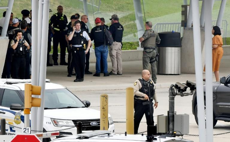 Law enforcement officers near the entrance of the Pentagon after a shooting incident