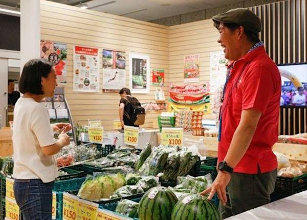 ▲There is also a fresh produce booth which will operate on different business days every week. When we visited it offered special products from Chiba prefecture. You will also find a dining hall here