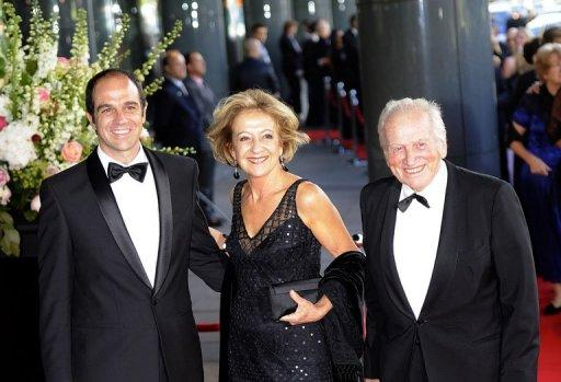 Jorge Zorreguieta (right), his wife Maria and their son Martin arrive at the Concertgebouw in Amsterdam on May 27, 2011