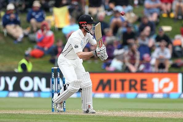 DUNEDIN, NEW ZEALAND - MARCH 10: Kane Williamson of New Zealand avoids a bouncer during day three of the First Test match between New Zealand and South Africa at University Oval on March 10, 2017 in Dunedin, New Zealand. (Photo by Dianne Manson/Getty Images)