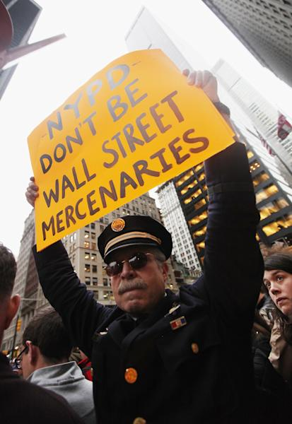 Retired Philadelphia Police Department Captain Ray Lewis protests outside Zuccotti Park after police removed the Occupy Wall Street protesters from the park early in the morning on November 15, 2011 in New York City (AFP Photo/Mario Tama)