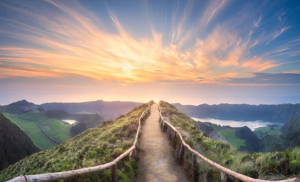 <p>Nothing can be bad about a day that starts off with a hike down this mountain path. </p>