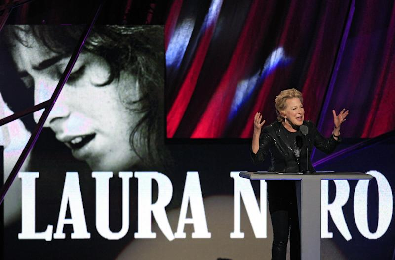 Bette Midler introduces the late Laura Nyro for induction into the Rock and Roll Hall of Fame Saturday, April 14, 2012, in Cleveland. (AP Photo/Tony Dejak)