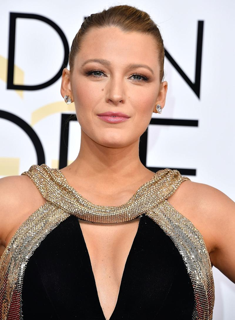 Radiating at the 74th Annual Golden Globe Awards, Lively opts for a sleek, knotted up do with a copper smokey eye and pale pink lip.