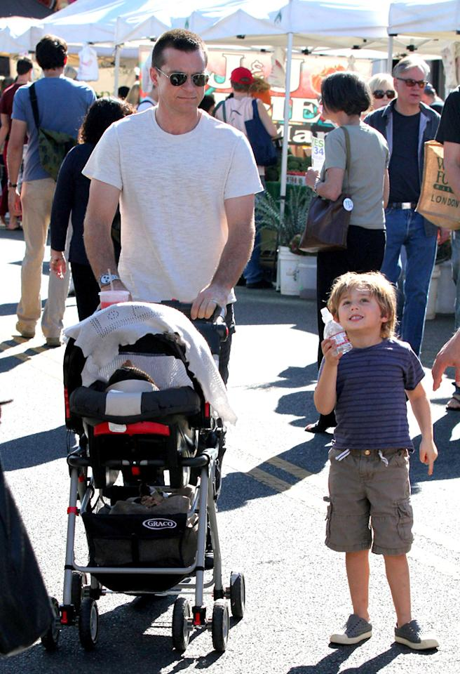 """Horrible Bosses"" star Jason Bateman looked like any other dad as he strolled through the fresh-from-the farm stands with his 9-month-old baby girl, Maple. The actor and his wife Amanda also have a 6-year-old daughter named Francesca. (11/4/2012)"