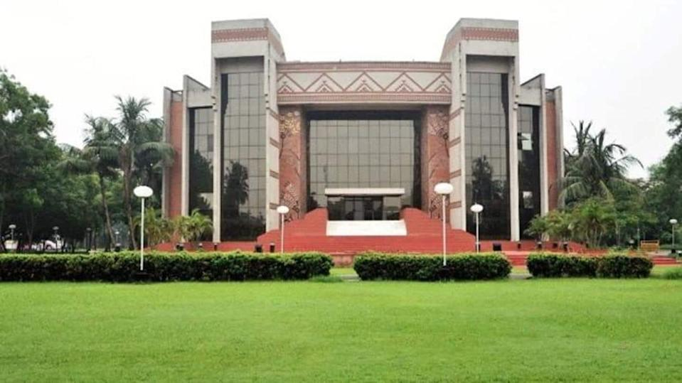 COVID-19: 61 students test positive at IIM-Calcutta, isolated on campus