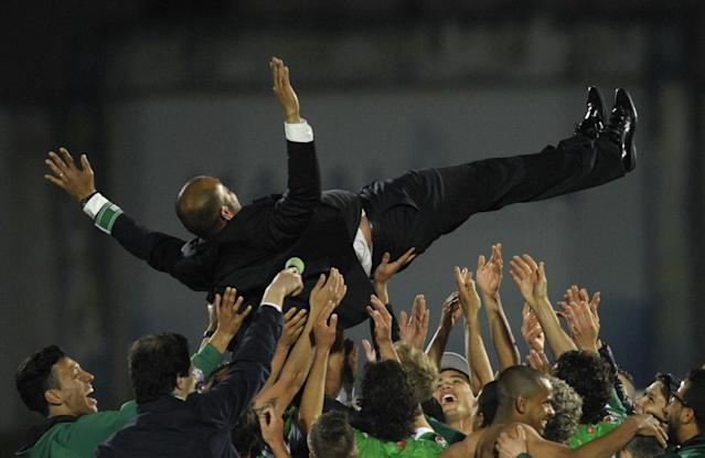 Nuno Espirito Santo lifted by his players after Rio Ave after reaching the Portuguese Cup final (Photo by MIGUEL RIOPA/AFP via Getty Images)