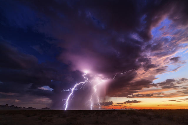 <p>A 45-minute lightning show in Tonopah on Aug. 14, 2015. (Photo: Mike Olbinski/Caters News) </p>