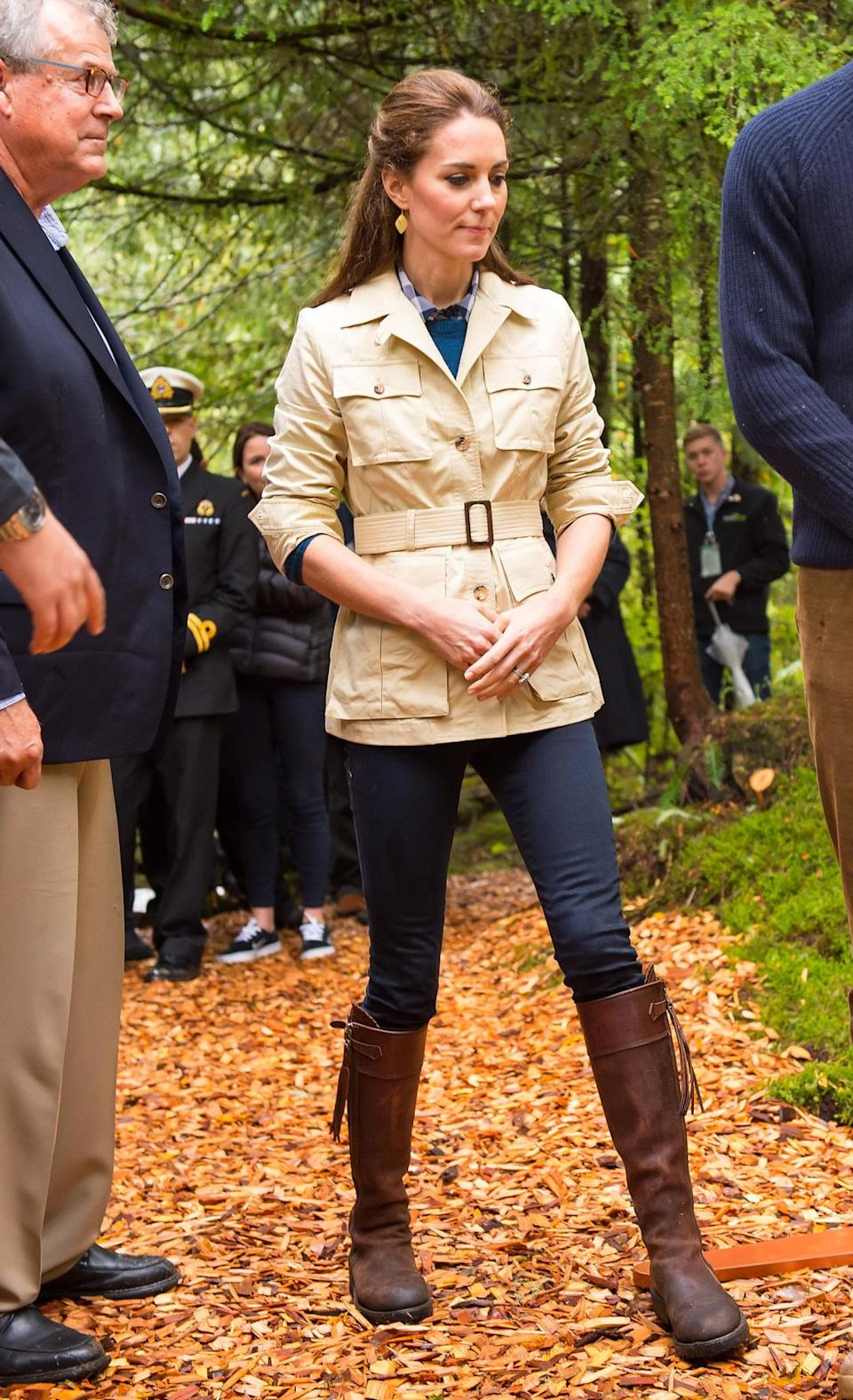 <p>For a trip to the rainforest, Kate opted for a safari jacket, a pair of jeans from Zara and long brown boots by Penelope Chilvers.</p><p><i>[Photo: PA]</i></p>