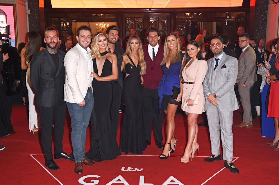 LONDON, ENGLAND - NOVEMBER 09: (L to R) Pete Wicks, James 'Diags' Bennewith, Chloe Sims, Dan Edgar, Lauren Pope, James 'Arg' Argent, Chloe Meadows. Courtney Green and guest attend the ITV Gala held at the London Palladium on November 9, 2017 in London, England. (Photo by David M. Benett/Dave Benett/Getty Images)