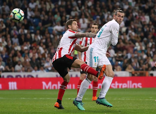 Soccer Football - La Liga Santander - Real Madrid vs Athletic Bilbao - Santiago Bernabeu, Madrid, Spain - April 18, 2018 Real Madrid's Gareth Bale in action with Athletic Bilbao's Inigo Martinez REUTERS/Susana Vera